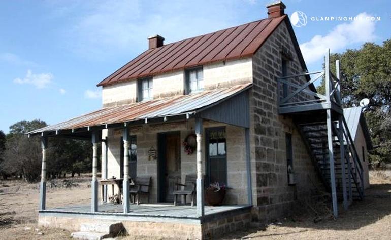 Romantic cabin rental in fredericksburg texas for Cabin rentals fredericksburg tx