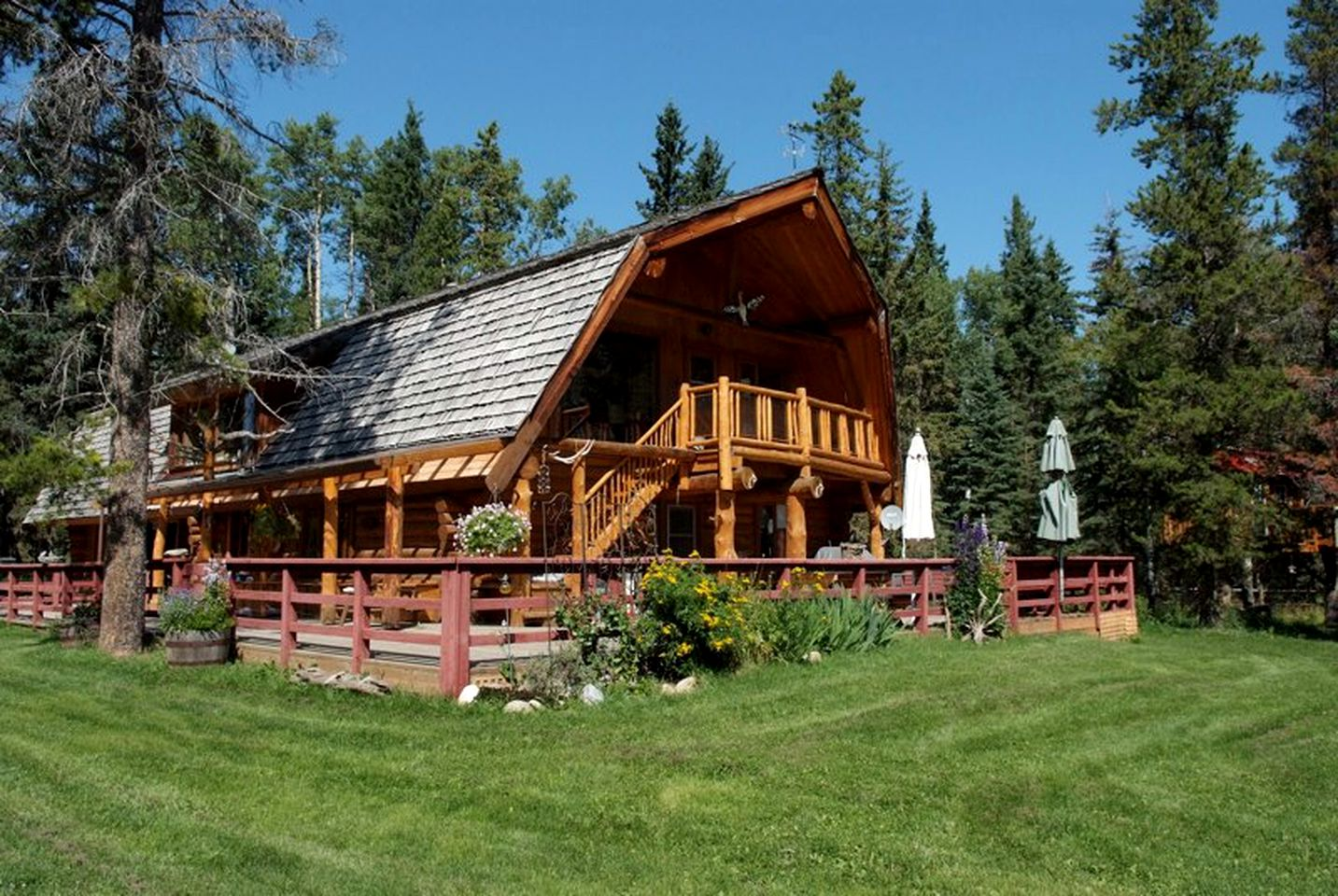 Nature Lodges (Bragg Creek, Alberta, Canada)
