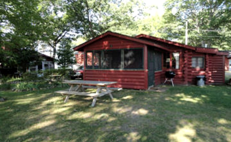 michigan cottage in secluded cabin coverlakeview lake cropped cabins rentals lakefront vacation ann