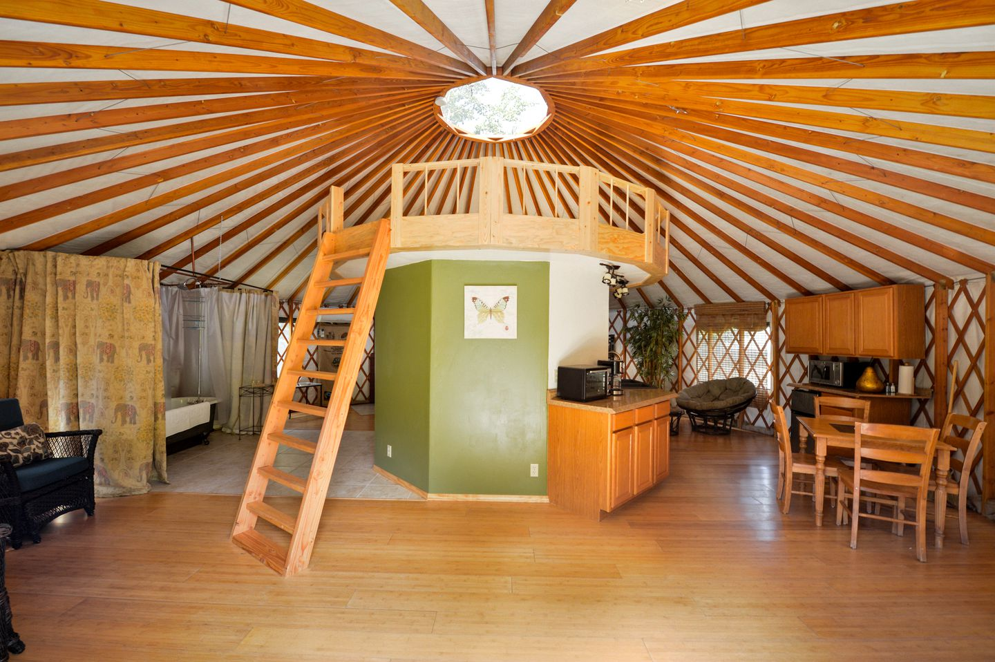 Yurt Northern California  (Big Flat, California, United States)