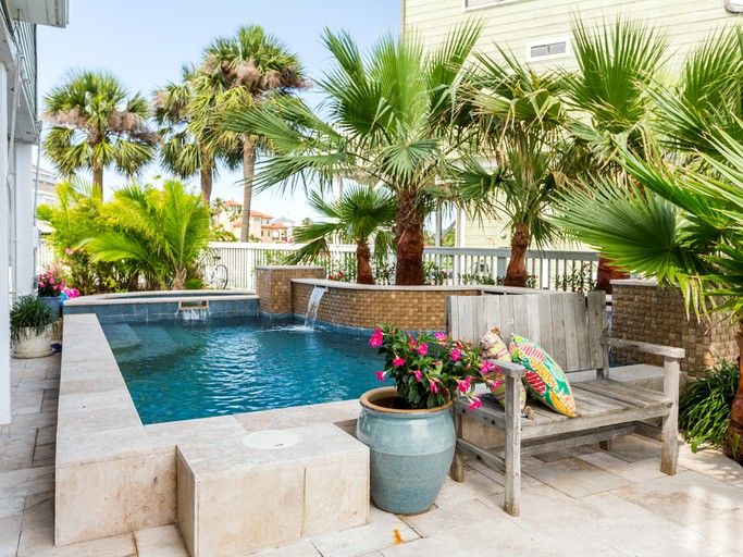 Waterfront Vacation Rental with Private Swimming Pool and Dock in Jamaica  Beach, Texas