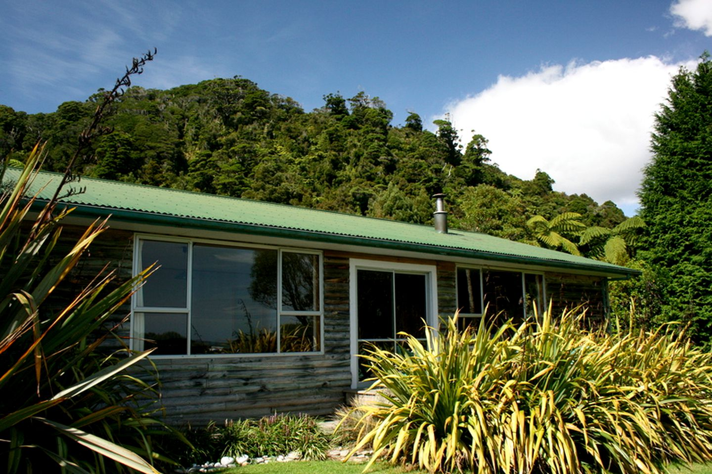 Cottages (Mokihinui, South Island, New Zealand)