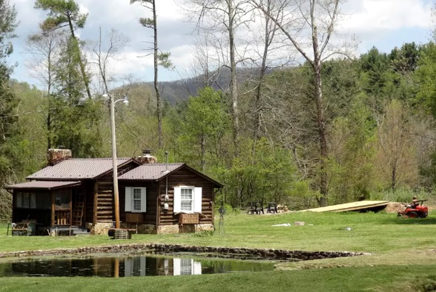 Log Cabins (Laurel Bloomery, Tennessee, United States)