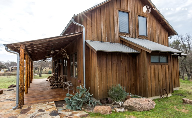Glamping in texas hill country for Texas hill country cabin rentals