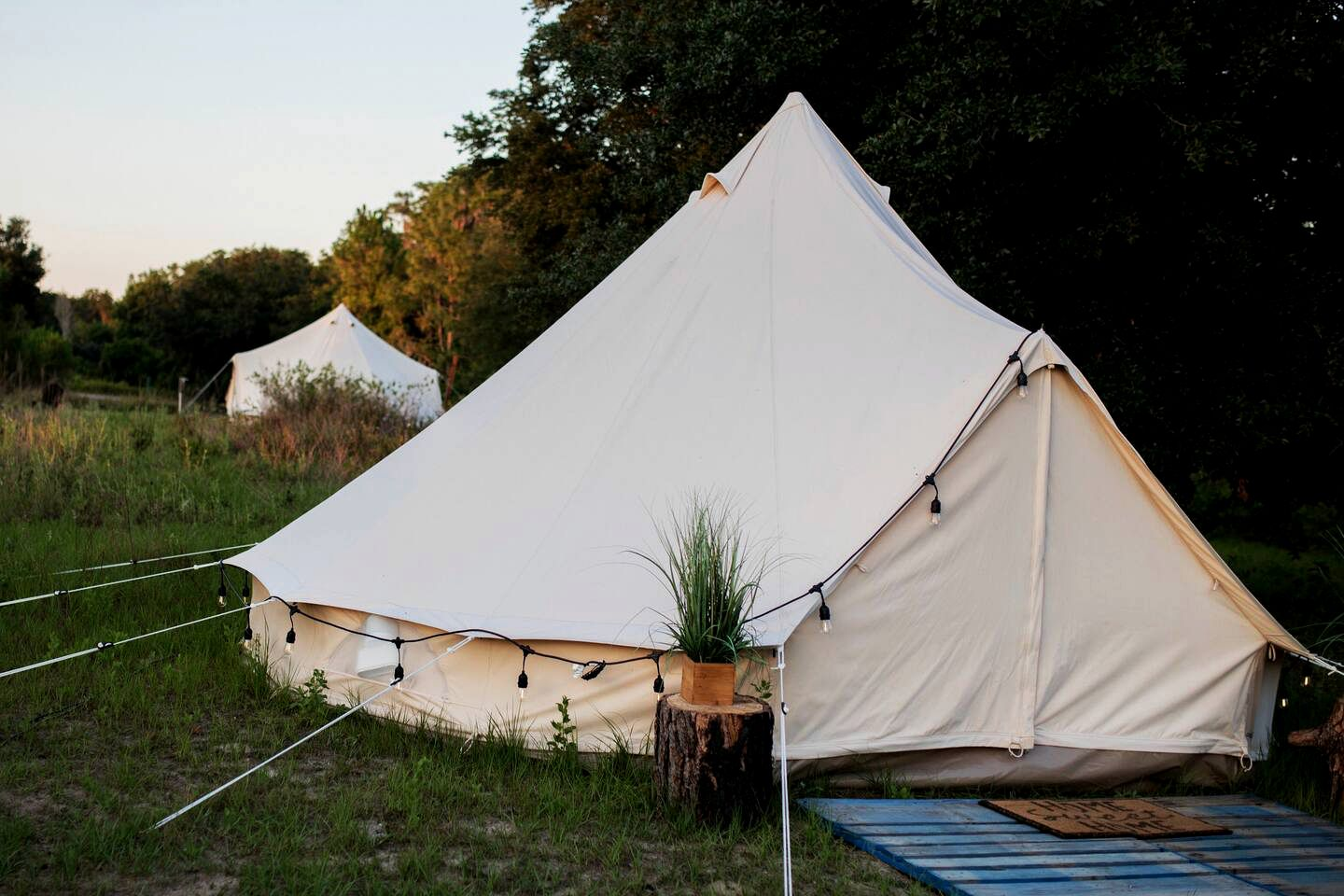 Bell Tents (Clermont, Florida, United States)