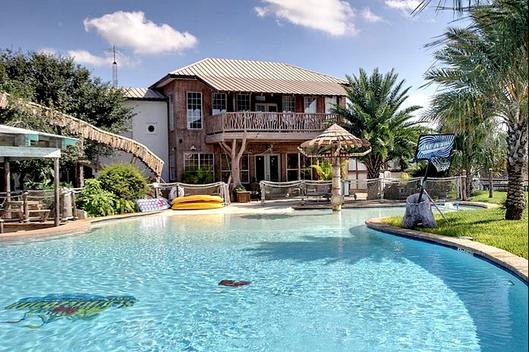 Luxury Rental with a Swimming Pool Perfect for Large Groups near Gruene,  Texas
