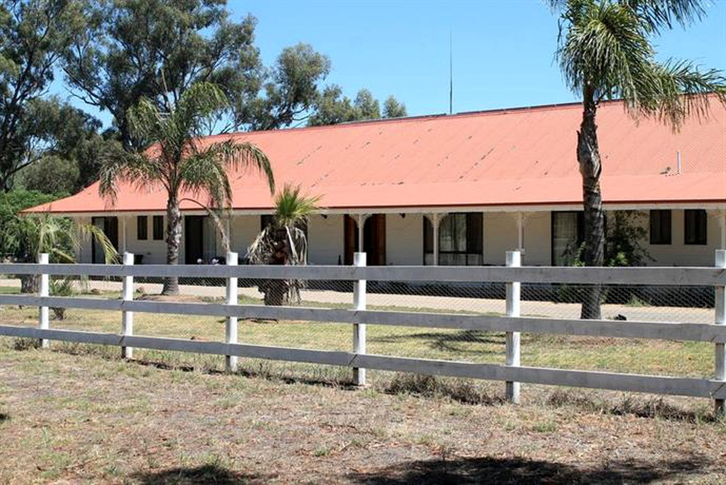 Cottages (Yerong Creek, New South Wales, Australia)