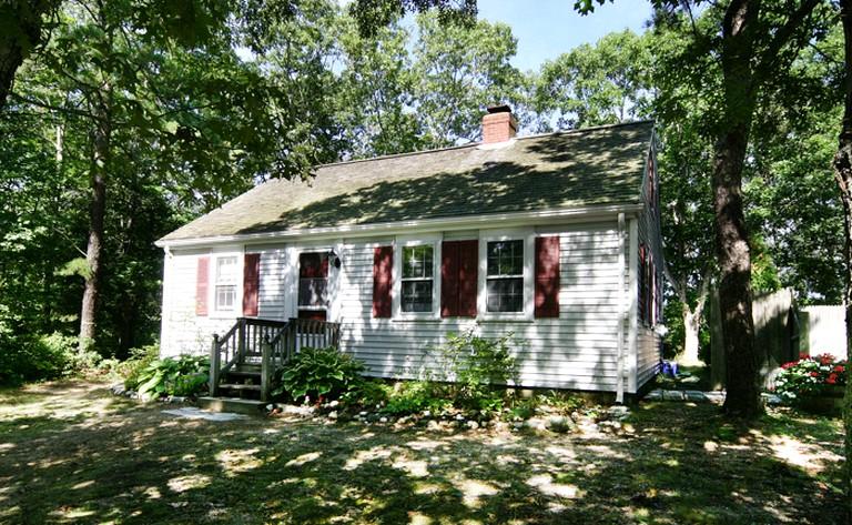 Admirable Three Bedroom Cape Cod Cottage Rental In Hyannis Port Massachusetts Download Free Architecture Designs Sospemadebymaigaardcom
