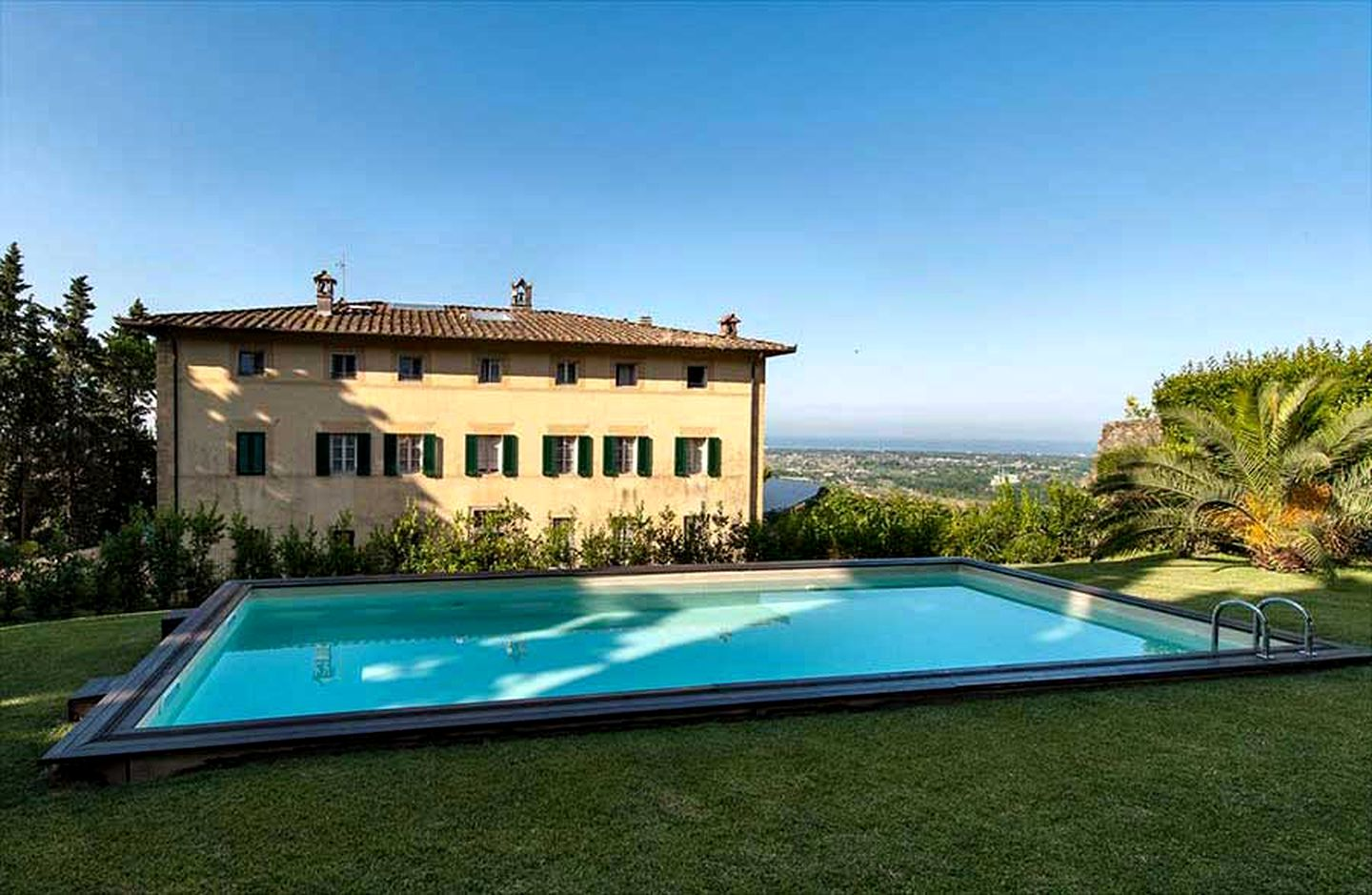 Villa rental with a pool overlooking Tuscany for holidays in Italy.