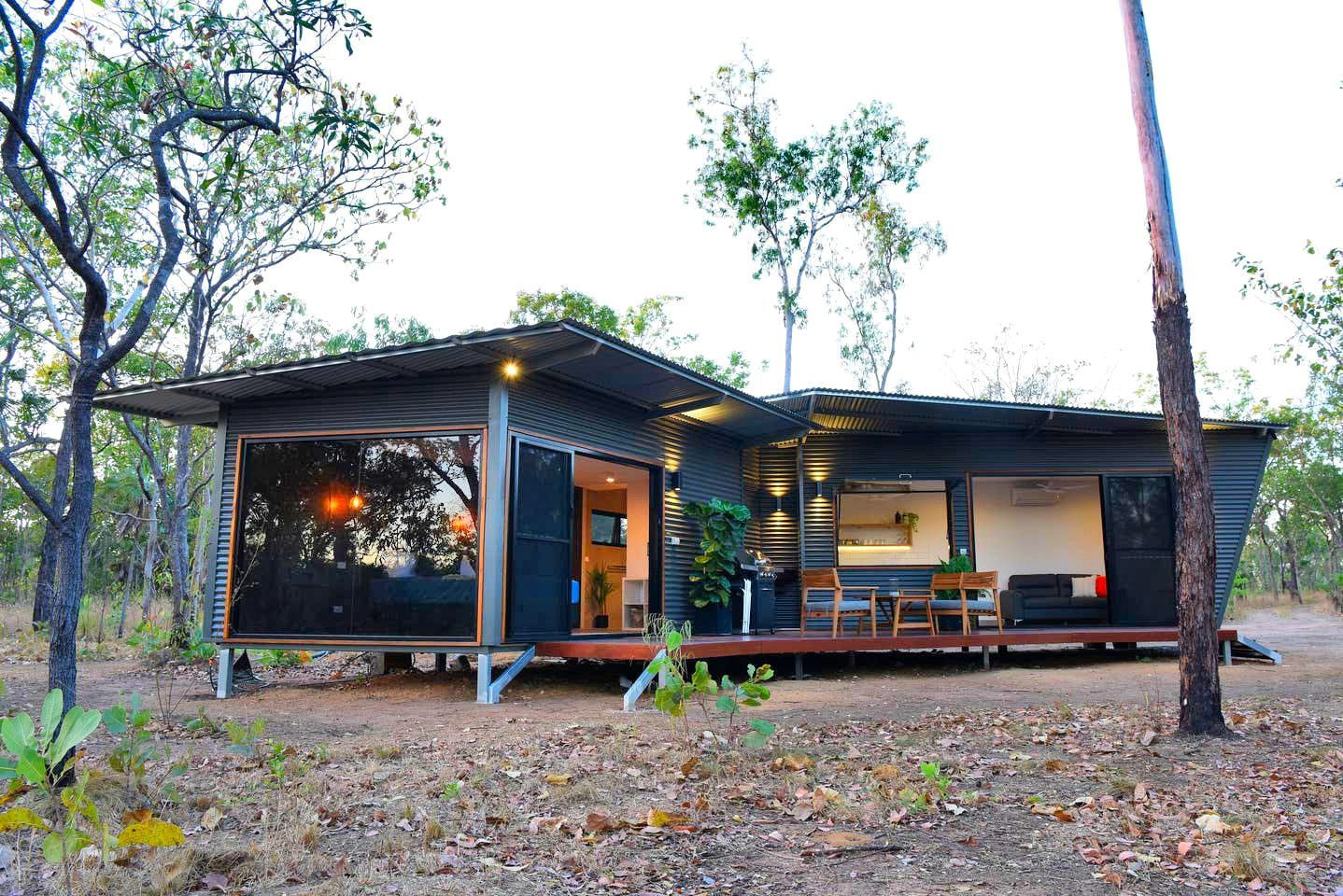 This stunning rental in Rakula is the perfect romantic getaway in Northern Territory. Secluded in the bush, glampers can enjoy a holiday near Darwin.