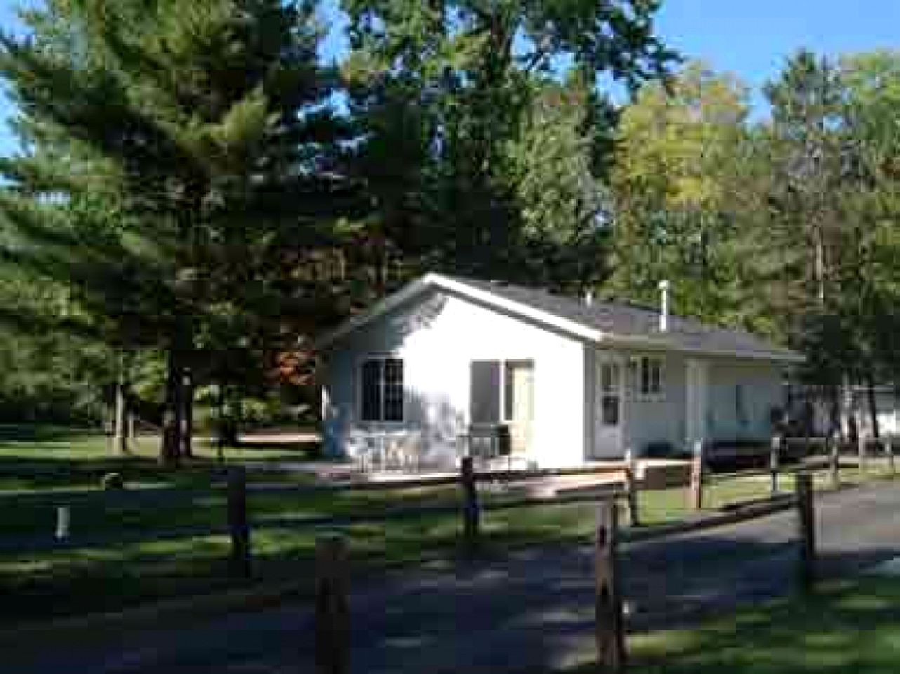 Cabins (St. Holcombe, Wisconsin, United States)