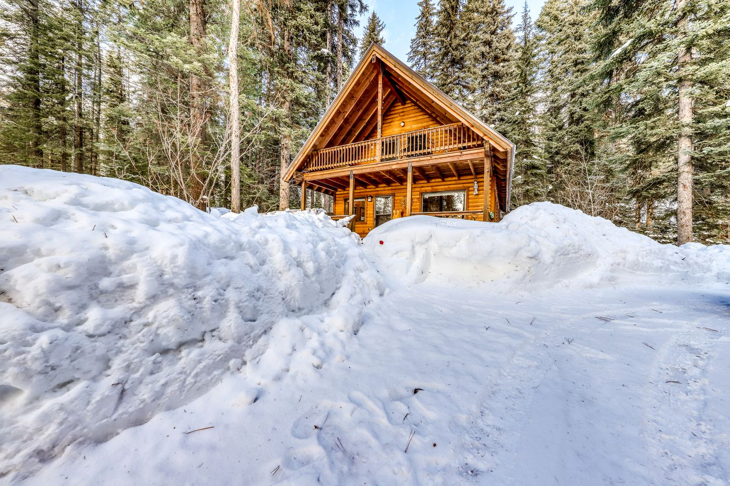 Go glamping in Idaho at this cabin rental!