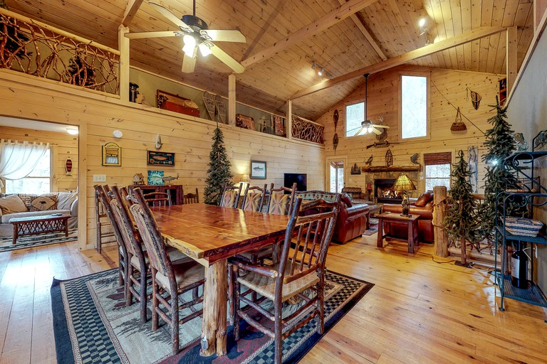 Deluxe Group Cabin Rental With Hot Tub And Games Room Near Blairsville Georgia