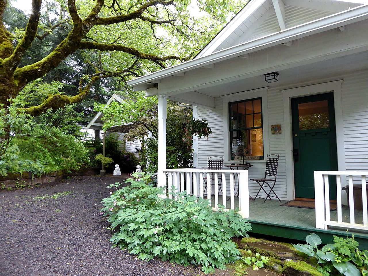 Go glamping in Oregon at this cottage rental!