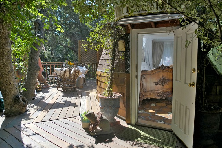 Excellent Idyllic Dome Shaped Tree House Nestled In Woods Near Malibu California Download Free Architecture Designs Scobabritishbridgeorg