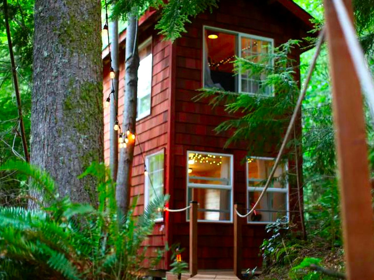 Tree house rental in Snohomish, Washington.