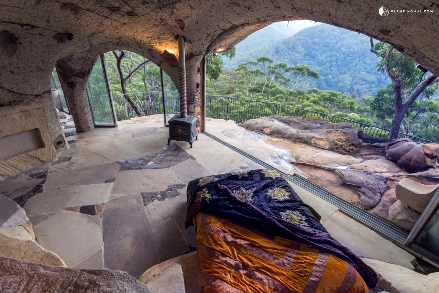 Cave rental in the blue mountains australia for Log cabin blue mountains