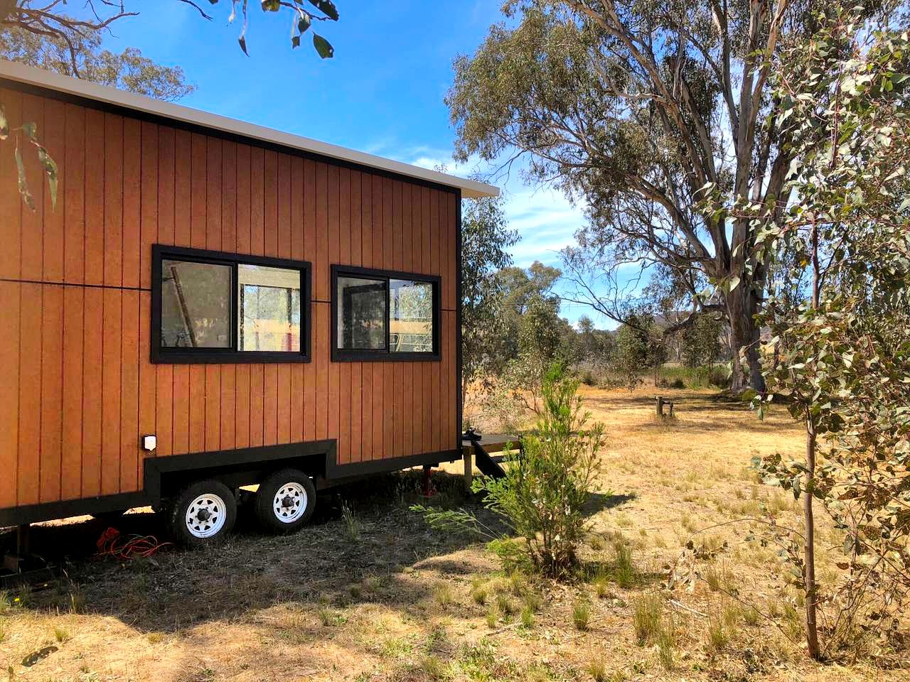 This charming tiny house rental in Jindera is the perfect choice for guests looking for unforgettable romantic getaways in NSW.