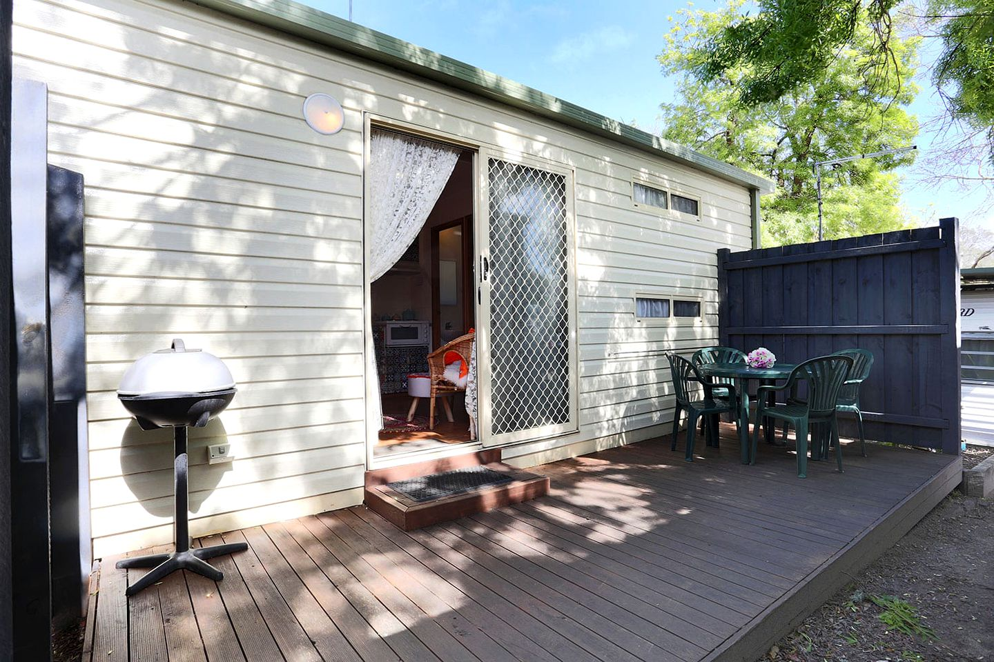 This lovely Mornington Peninsula holiday rental, with its private deck and barbecue, is great for weekend getaways from Melbourne!