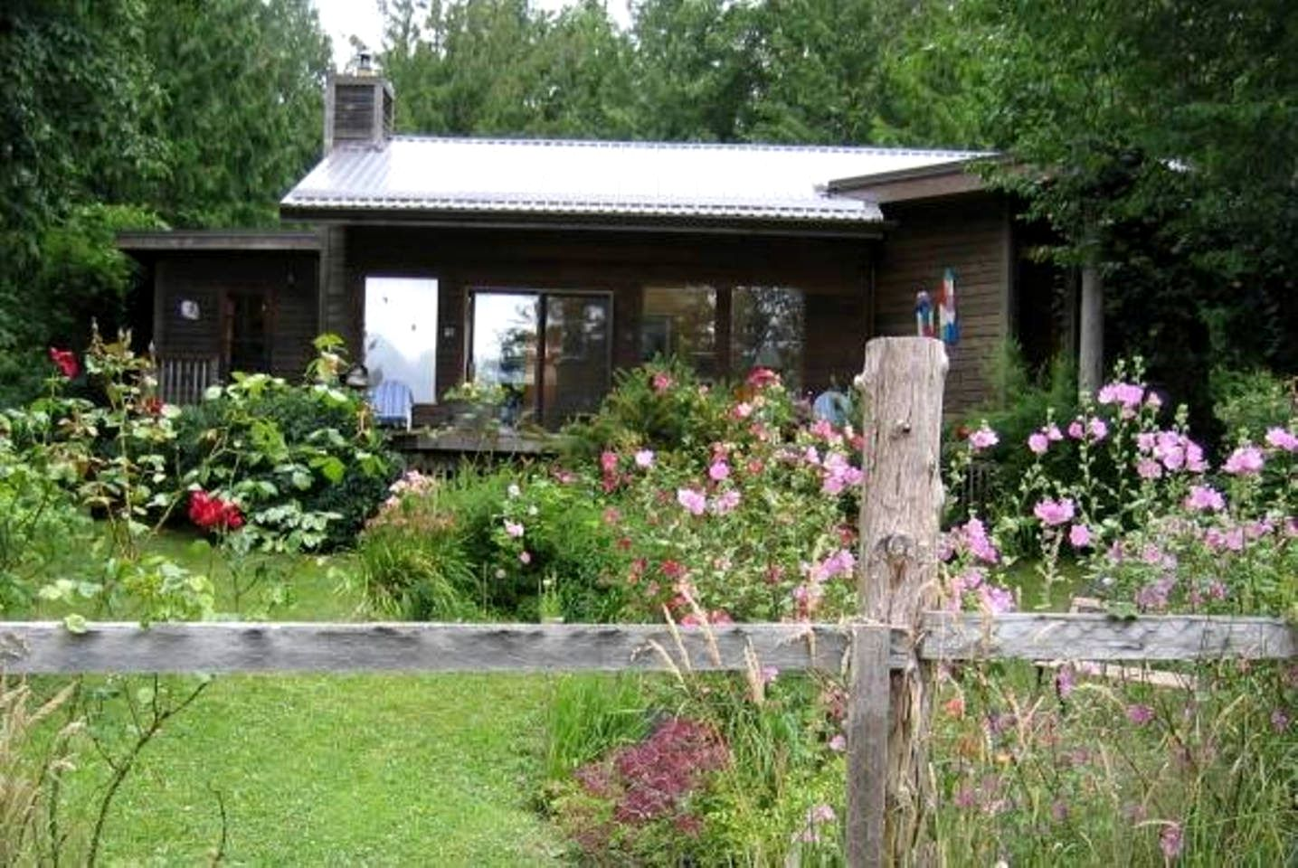 Cottages (Hornby Island, British Columbia, Canada)