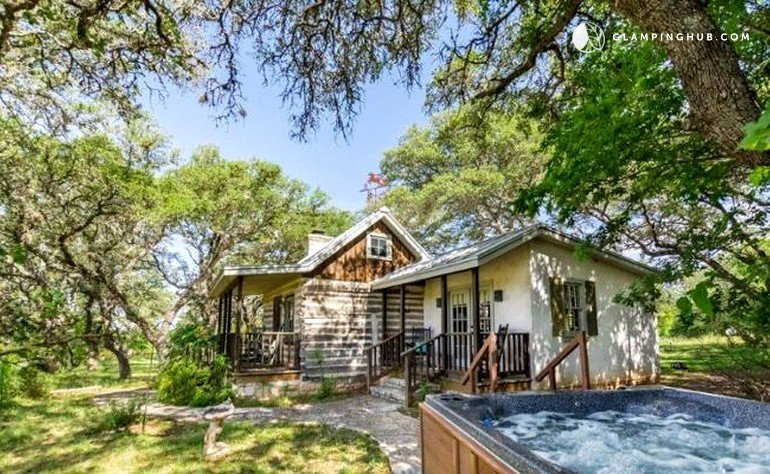 Log cabin retreat in fredericksburg texas for Log cabin retreat