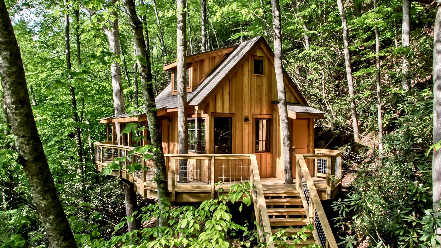 Tree house rental for glamping in Tennessee