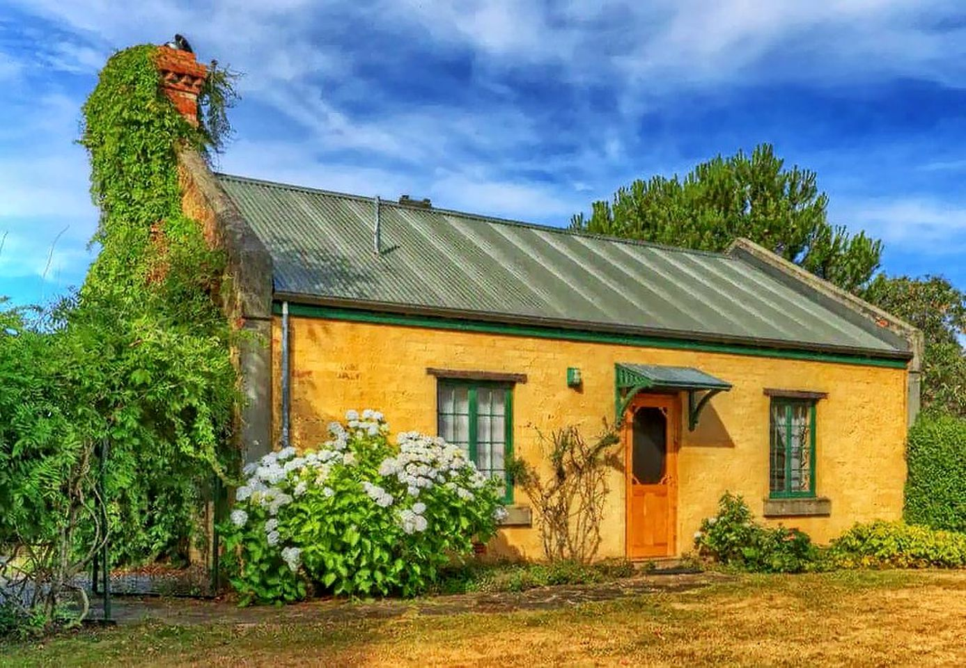 This Mole Creek Accommodation is secluded and set on a peaceful site in Tasmania. Holiday homes don't come more beautifully decorated