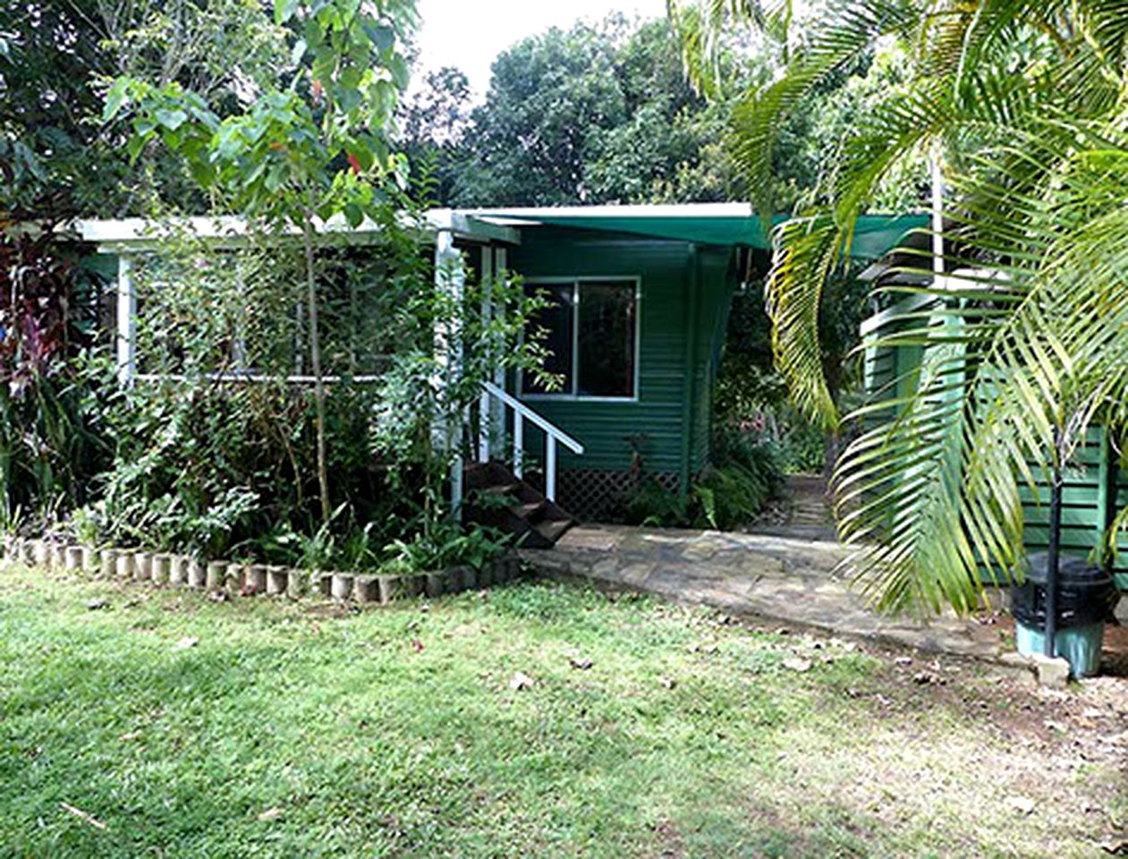 Cottages (Lake Eacham, Queensland, Australia)