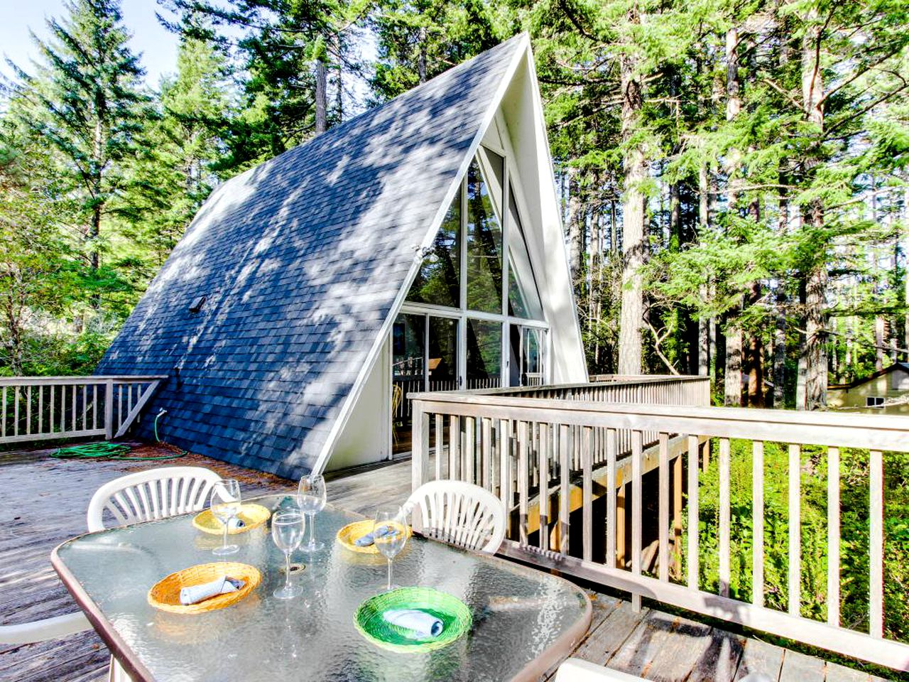 A-Frame Cabins (Florence, Oregon, United States)