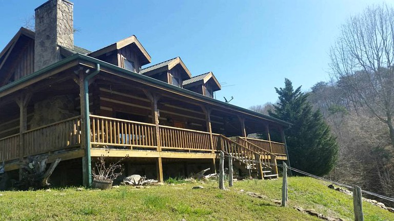Lakefront Cabin With A Private Dock In Baneberry Tennessee