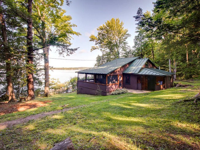 dog friendly cabin on lake champlain vermont rh glampinghub com lake champlain cabin rentals lake champlain cottages for rent