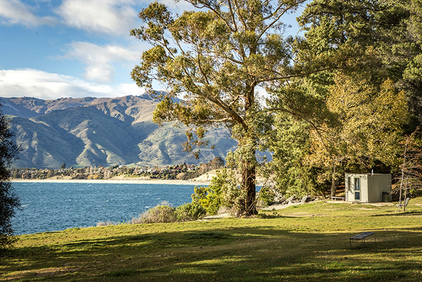 Lakefront Hawea accommodation ideal for a mountain getaway.
