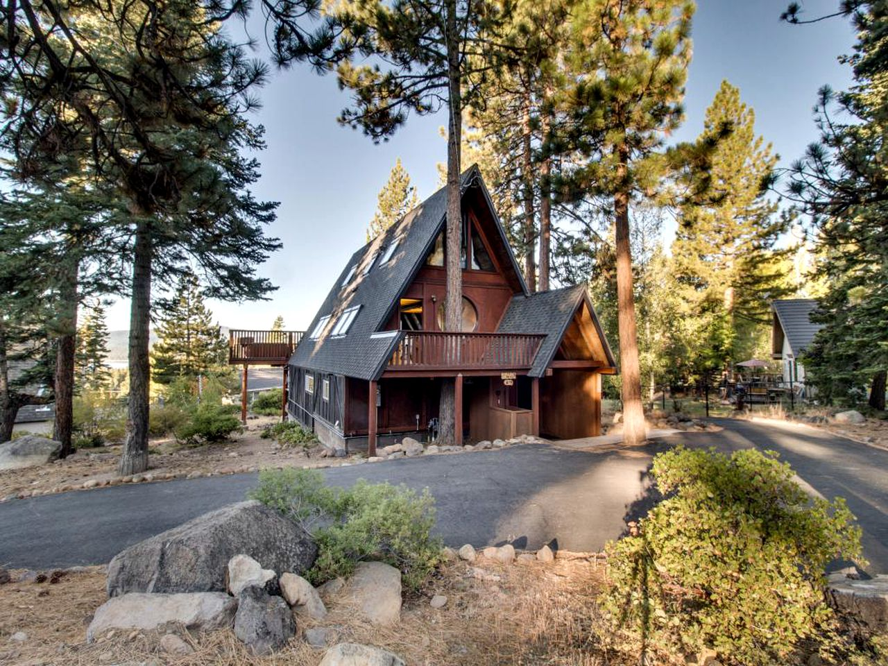 A-Frame Cabins (Tahoe City, California, United States)