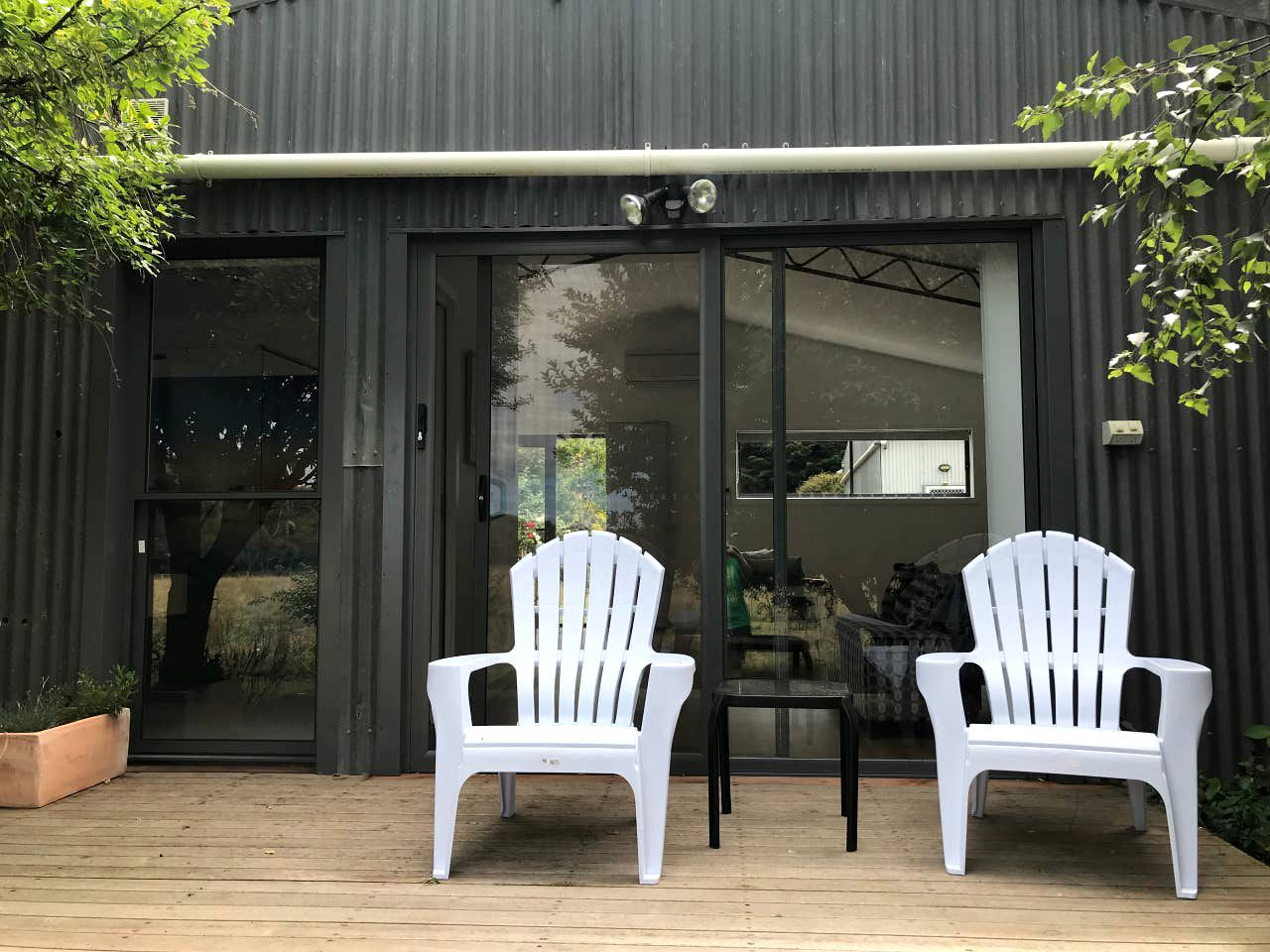 This lovely Port Campbell accommodation is located on a working farm near the Great Otway National Park, perfect for weekend getaways!