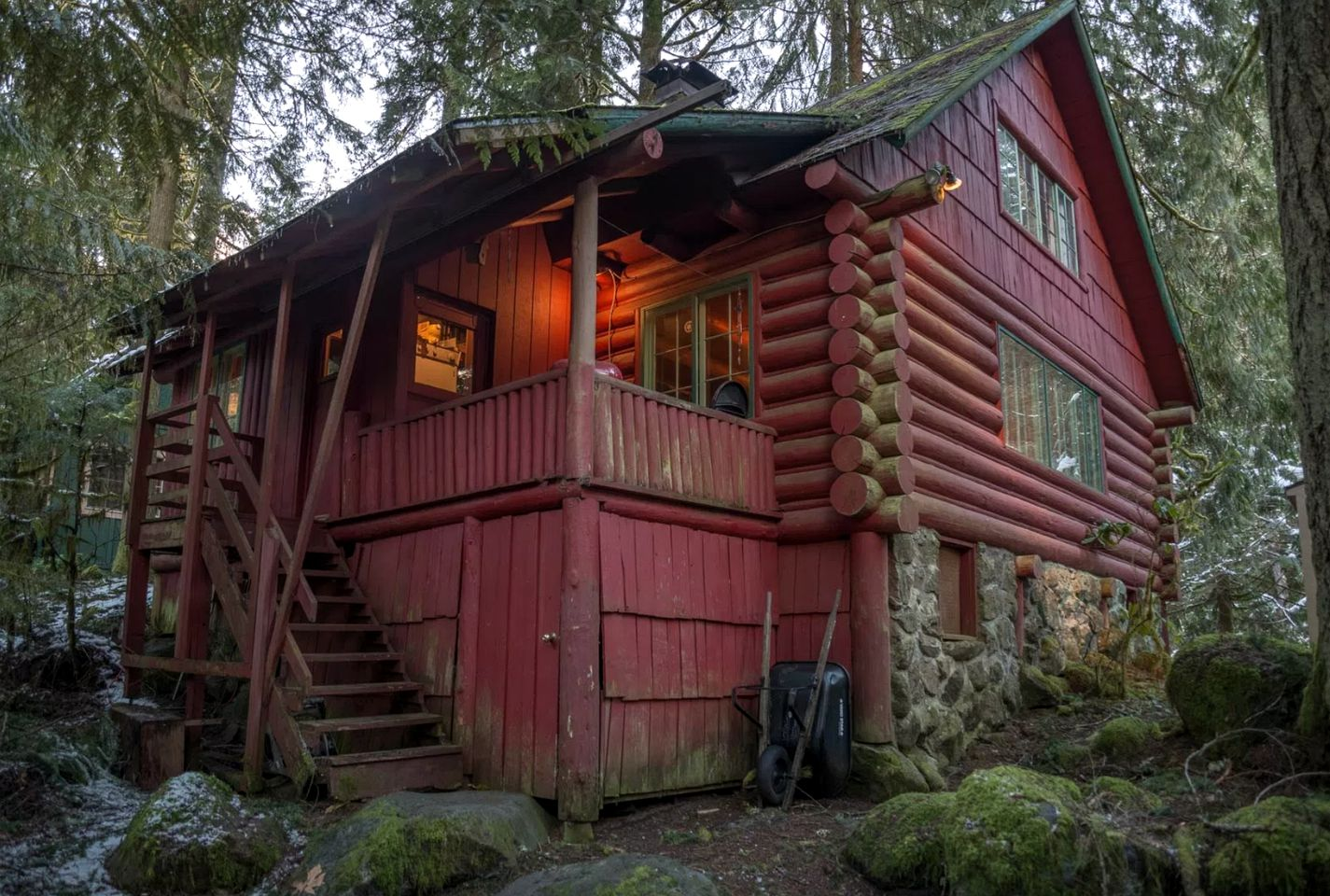 Cabins (Rhododendron, Oregon, United States)