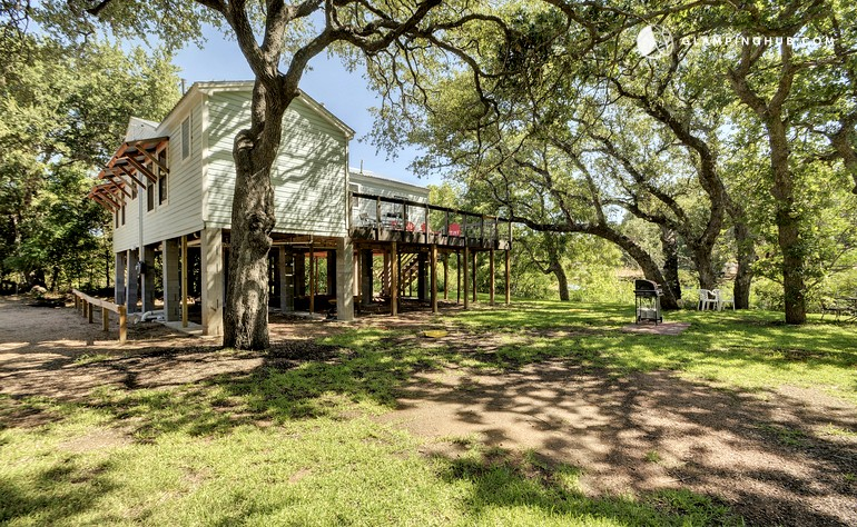 Cabin Rental With Kayaks And A Paddleboard In Kingsland Texas