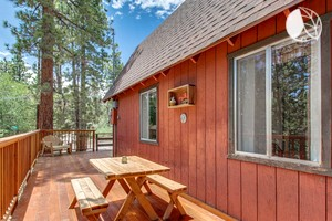 Two-Bedroom Cabin Secluded in the Pines of Sugarloaf, California