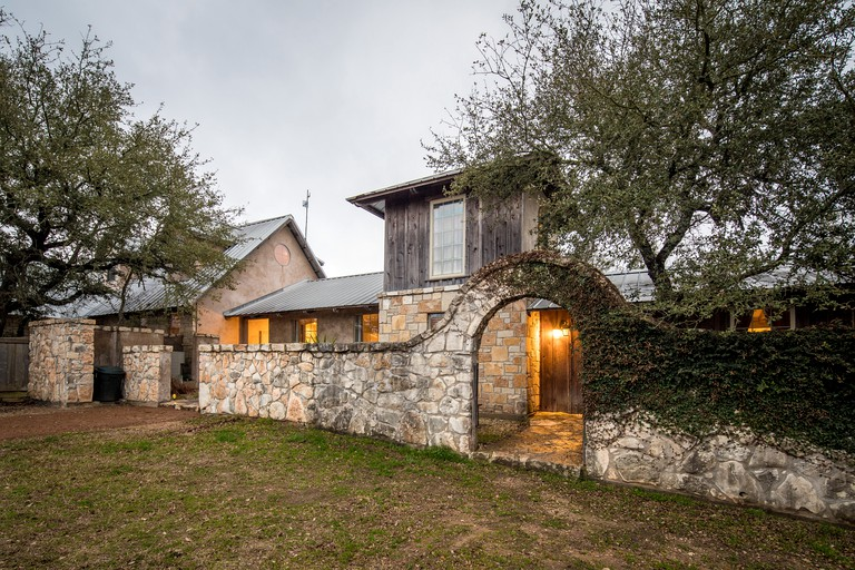 Amazing Cozy Cottage Rental With A Hot Tub In Wimberley Texas Beutiful Home Inspiration Ommitmahrainfo