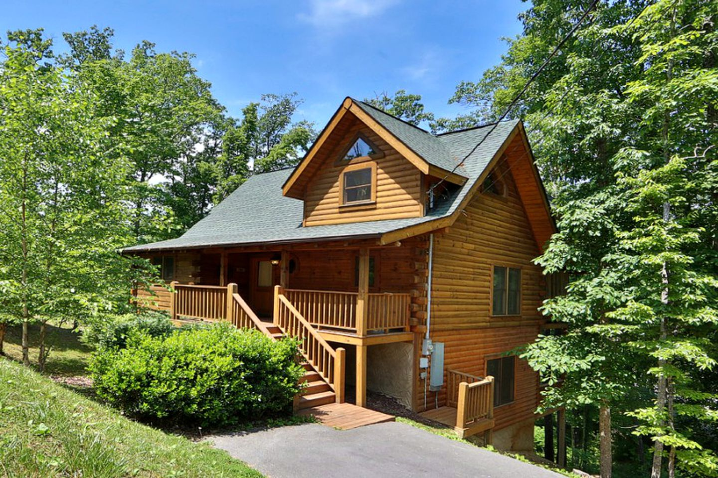 Discover the best pet friendly cabins Sevierville TN has to offer with this luxury log cabin rental