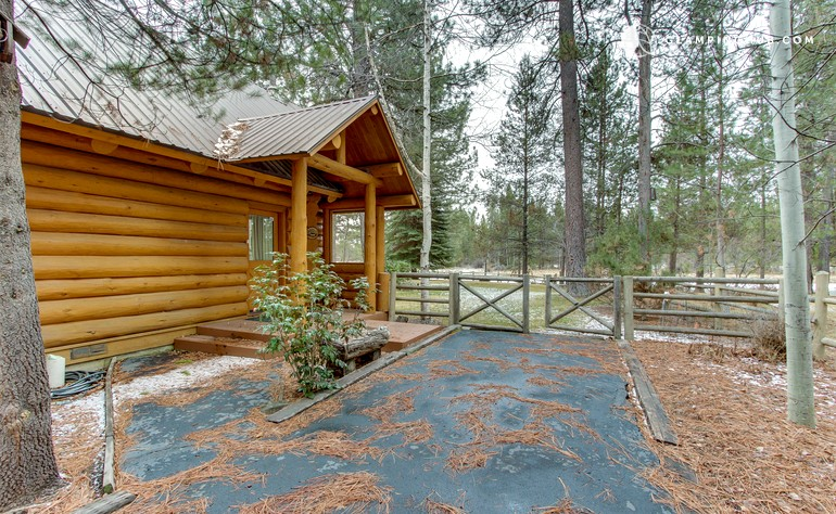 Log Cabin Getaway Near Lava River Cave In Bend Oregon