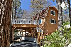 Photo of Lovely Cabin with Wrap-Around Deck near Strawberry Creek in Idyllwild, California