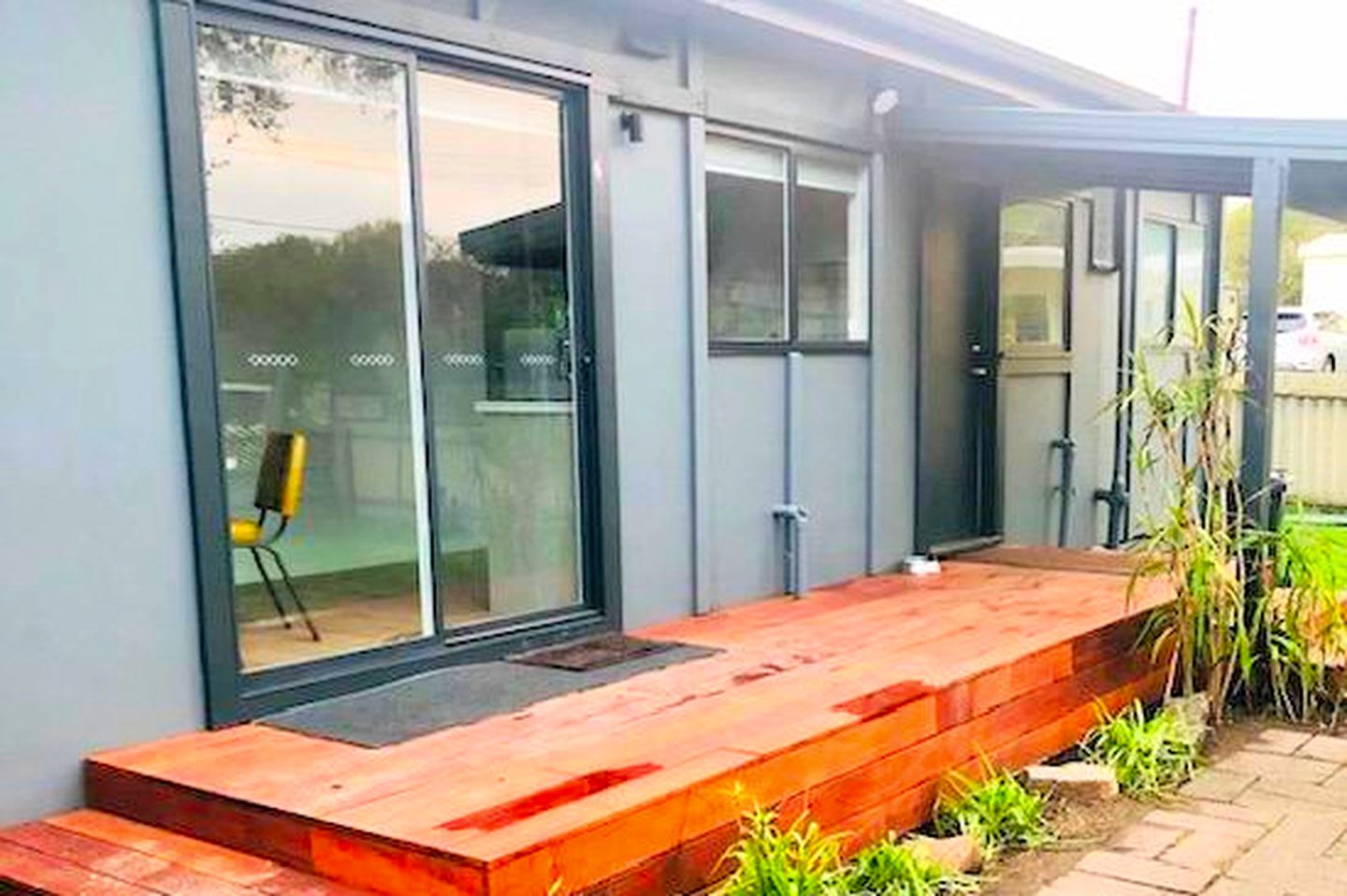 This Mornington Peninsula holiday accommodation boasts a lovely deck with a barbecue to host family getaways near Melbourne