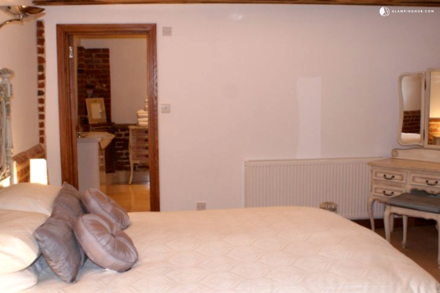 Luxury Barns For Rent In Maldom England Luxury Camping