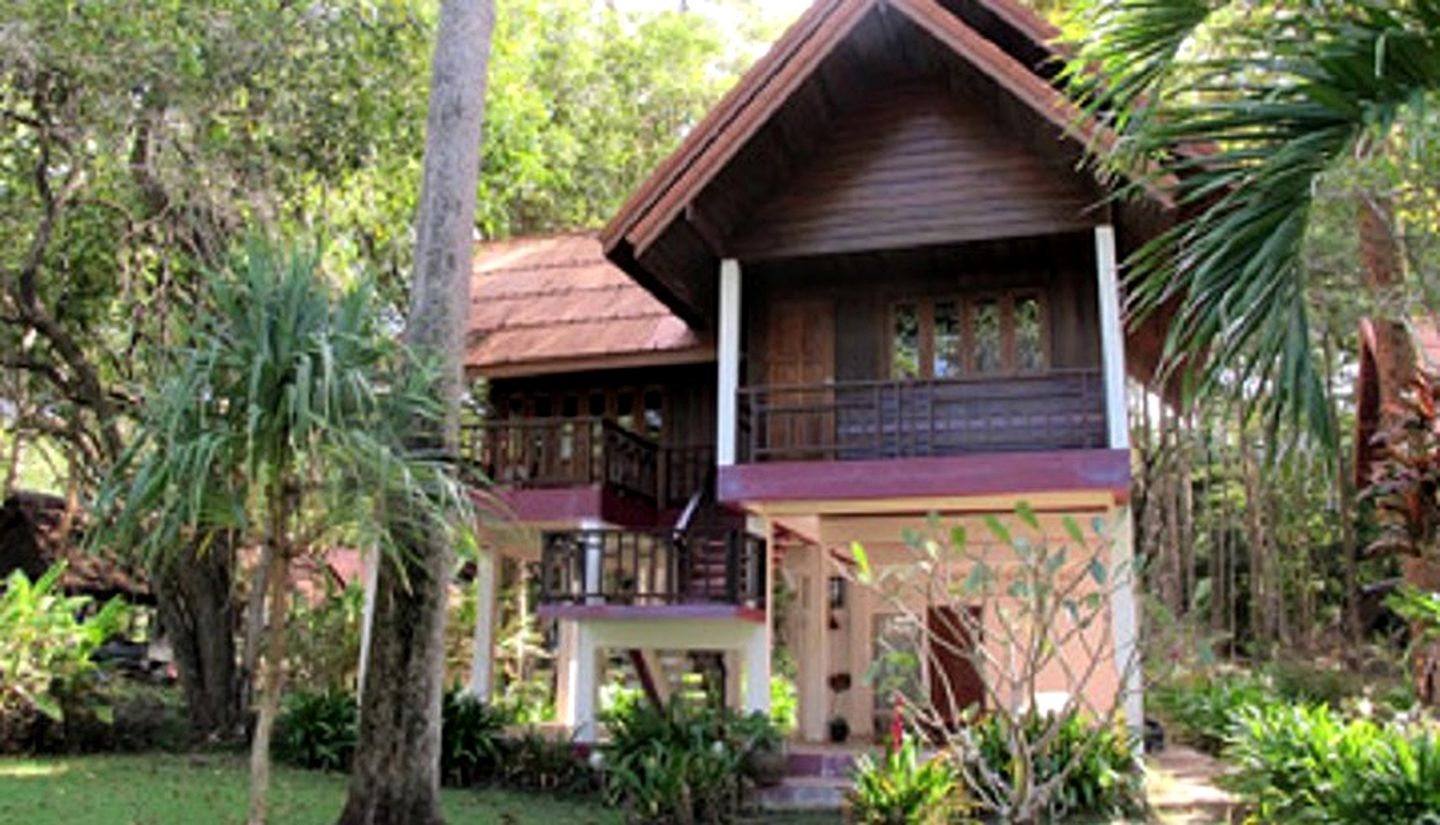 Thailand beach bungalows and holidays