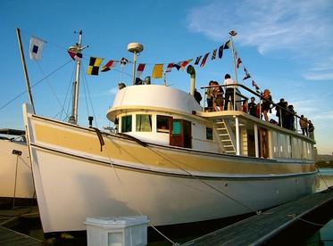 Pet-Friendly FLOATING Rentals | Dog-Friendly Boat Accommodation