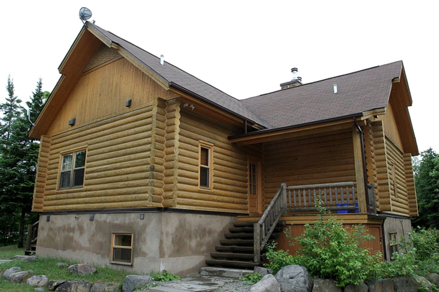 log cabin rental with hot tub near montreal in quebec canada
