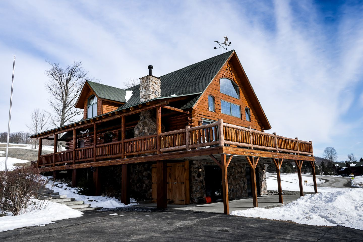 Magnificent Cabin Rental with Private Hot Tub near City of Auburn, New York