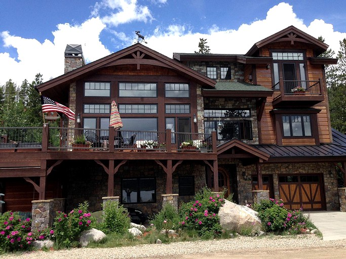 Splendid Large Cabin Rental With Waterfront View In Grand Lake Colorado