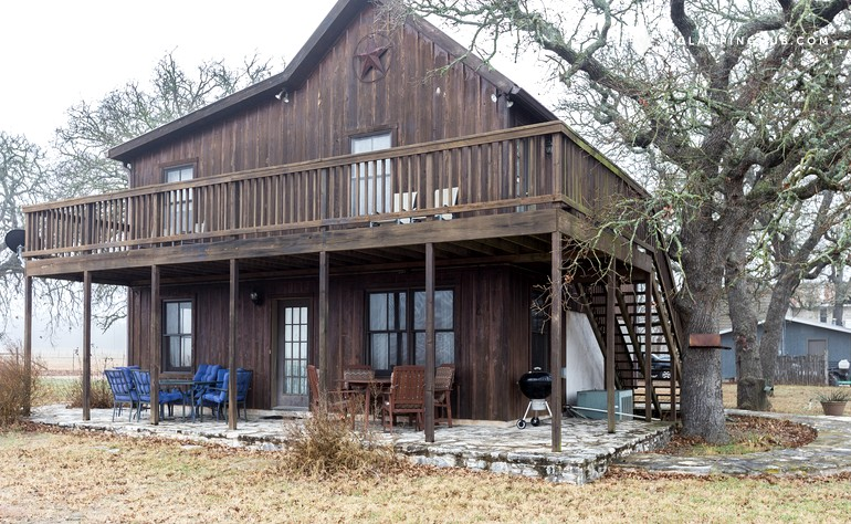 cabin rental near fredericksburg texas