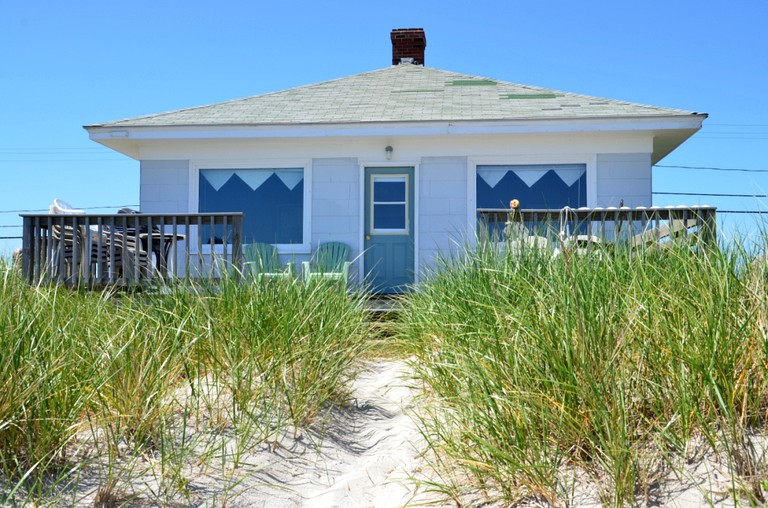 Sunny Cottage Rental for a Vacation on the Beach by Biddeford Pool in Maine